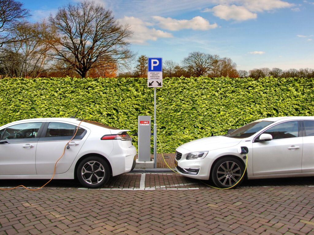 While Automakers Welcome Them, Electric Vehicle Buyers Are Hesitant