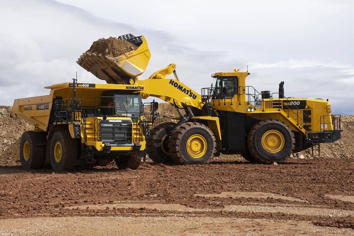 Read more about the article Komatsu WA900-8 | New Redesigned Wheel Loader Named a Top Product